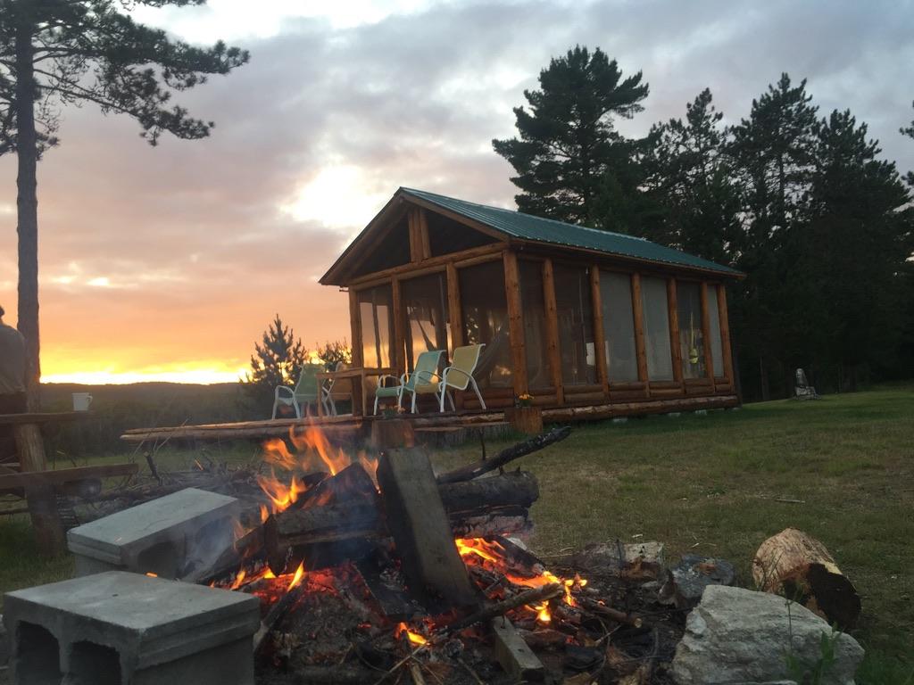Espace yoga dans l'Bois et feu